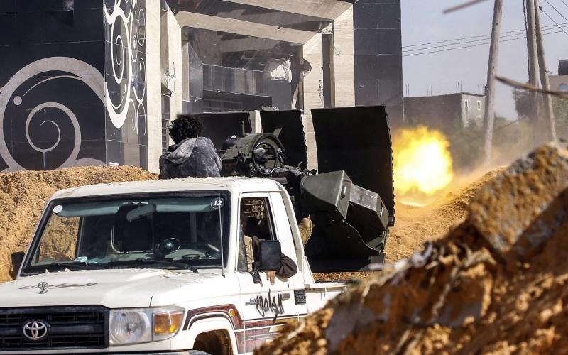 دبلوماسية الجزائر المتلكئة تحاول اللحاق بتعقيدات الملف الليبي