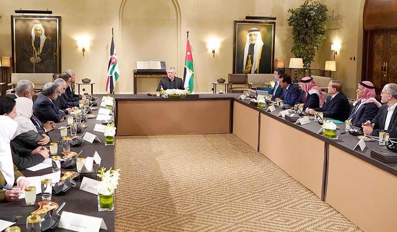 ضغوط الخارج تدفع العاهل الأردني إلى تبريد جبهات الداخل
