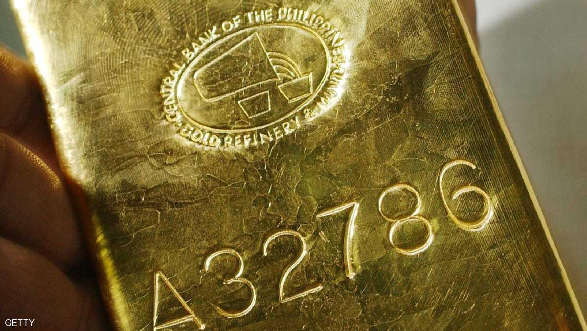 الذهب يقفز وهبوط للدولار مع تراجع للأسهم الأميركية