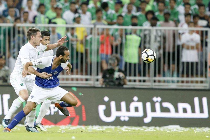 التعادل يحسم موقعة الأهلي والهلال لقب الدوري في الملعب