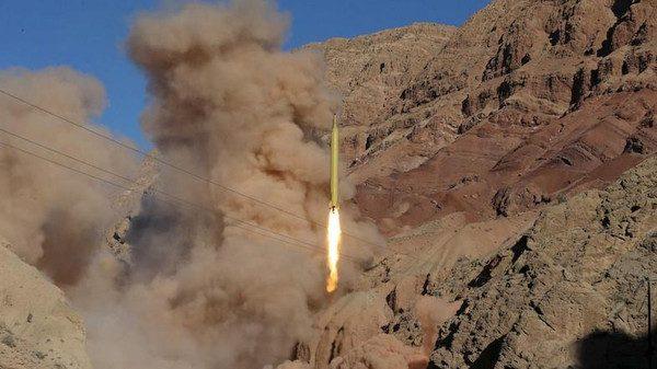 دفاعات التحالف تعترض صاروخين حوثيين غرب اليمن