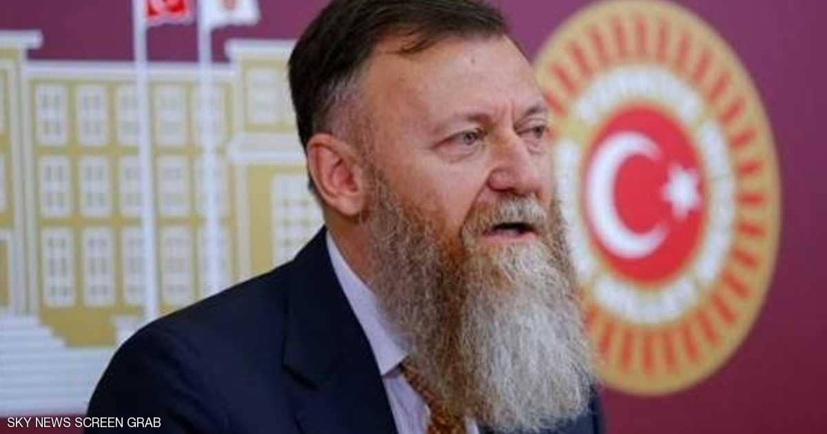 """نائب تركي معارض يفي بـ""""وعده الغريب"""""""