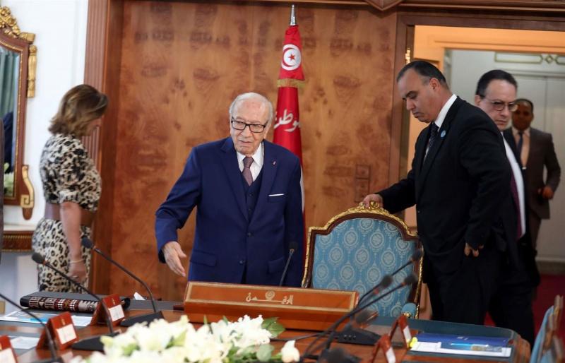 مشاورات سياسية لتطويق أزمة الحزب الحاكم في تونس