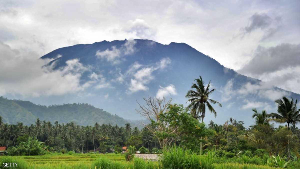 تصاعد الدخان من بركان بالي للمرة الثانية خلال أسبوع