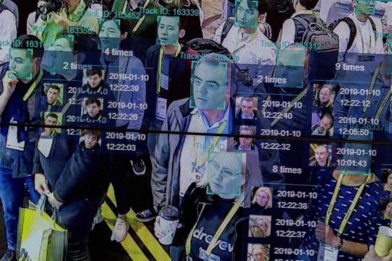 تقنية التعرف إلى الوجوه تعري الناس أمام الذكاء الاصطناعي