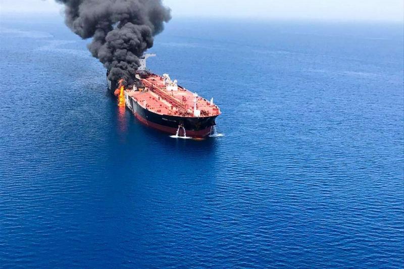 توزيع أدوار إيرانية: وساطة يابانية تتزامن مع استهداف ناقلات النفط
