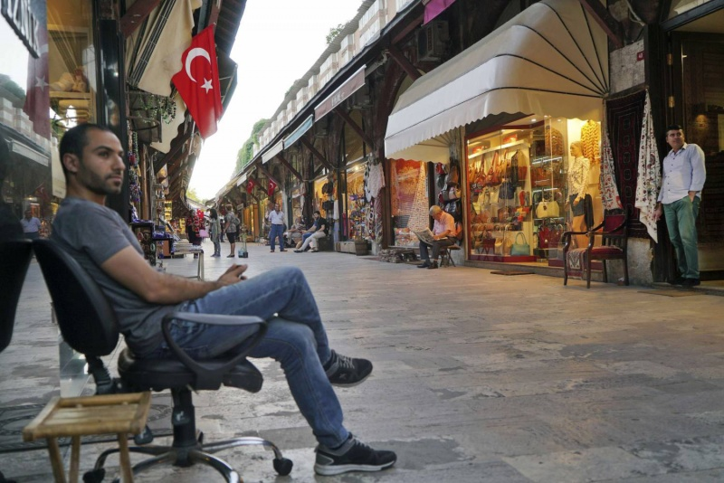 أردوغان ينحني لعاصفة أزمات الاقتصاد التركي المتفاقمة